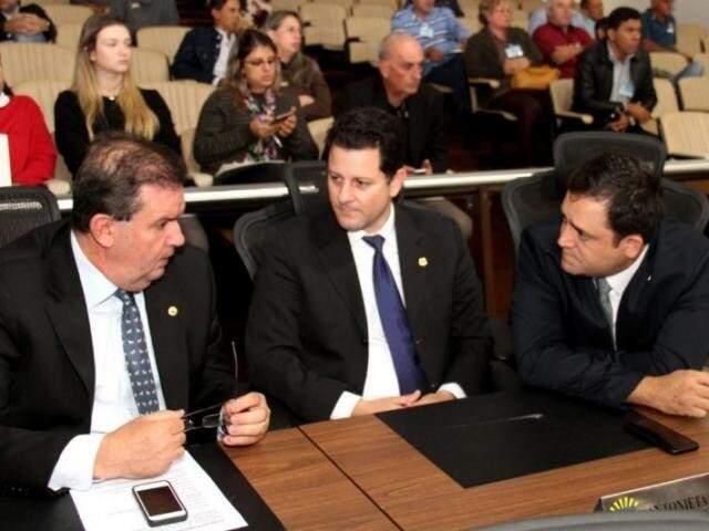 Deputados Eduardo Rocha (MDB), Renato Câmara (MDB) e Márcio Fernandes (MDB), durante sessão (Foto: Victor Chileno/ALMS)