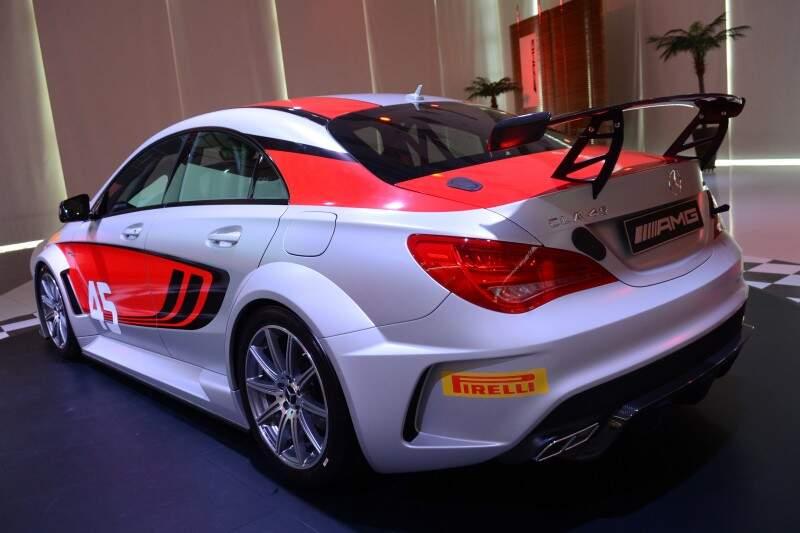 Mercedes-Benz apresenta modelo de competição 2014