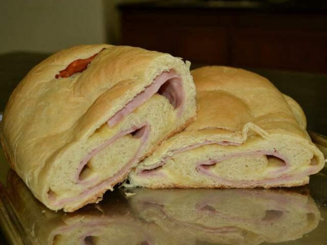 Pão recheado com presunto e mussarela.  (Foto: Arquivo Pessoal)