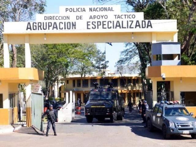 Quartel do grupo especializado onde Pavão está preso, em Assunção (Foto: ABC Color)