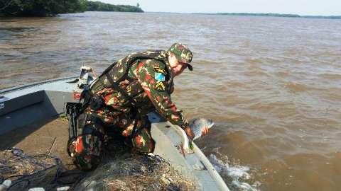 PMA prende 57 pescadores por pesca ilegal em época de pré-piracema