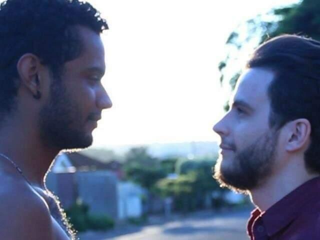 Michael e Elias vivem relacionamento conturbado em longa metragem sul-mato-grossense Crime Barato (Foto: Divulgação)