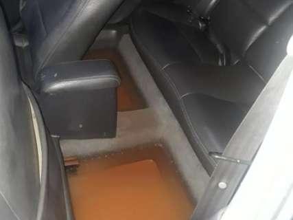 Chuva alaga casas em condomínio na Guaicurus e danifica carro de família