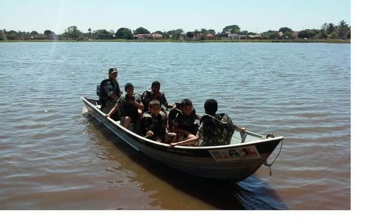 Foram retirados 300 quilo de lixo das águas da lagoa (Foto: PMA/Divulgação)