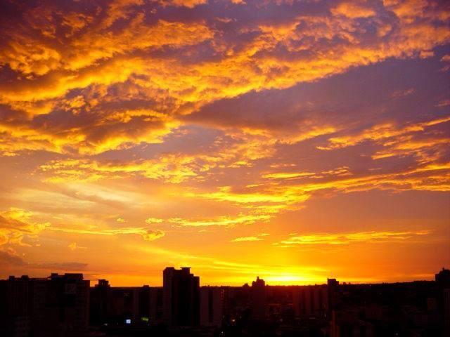 Mais um registro do pôr do sol, este feito por Leandro da Rocha.