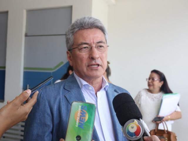 Secretário estadual de Administração, Roberto Hashioka, durante entrevista (Foto: Paulo Francis)