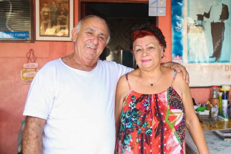 O mágico e a esposa. (Foto: Fernando Antunes)