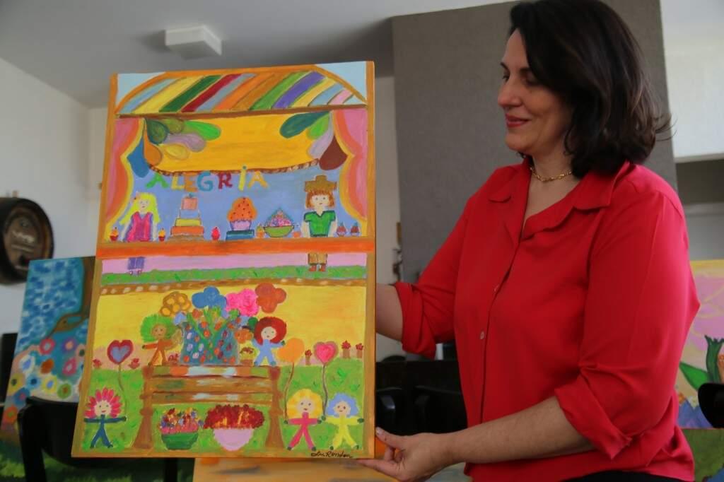 Luciana mostra pinturas feitas a partir dos seus sonhos de infância. (Foto: Thailla Torres)