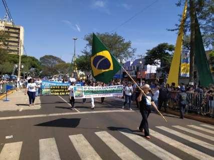 """Grito dos Excluídos tem """"fora, Délia"""" e protestos contra atos de governo"""