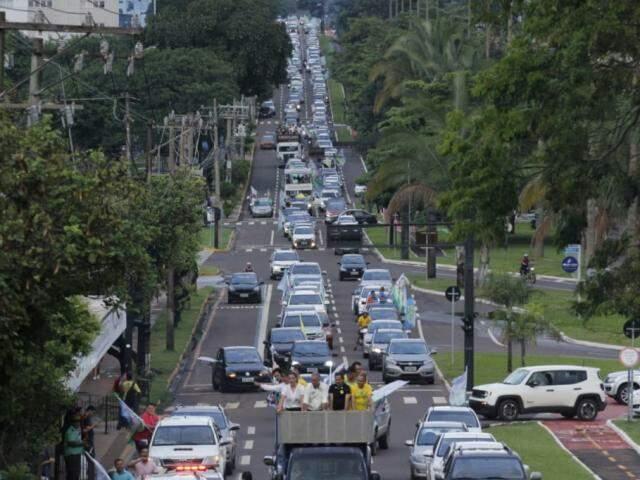 Carreata em apoio a Reinaldo tomou a Avenida Afonso Pena. (Foto: Divulgação)