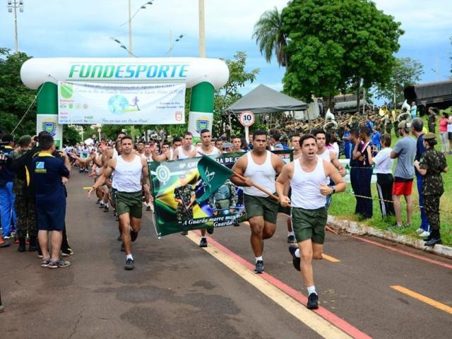 Participantes na largada da corrida no ano passado. (Foto: DivulgaçãoCMO)