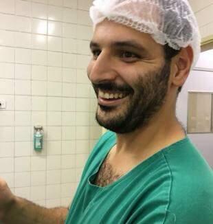 O obstetra Ricardo Gomes, responsável pela inciativa de gravar um vídeo para ensinar à todos da equipe.
