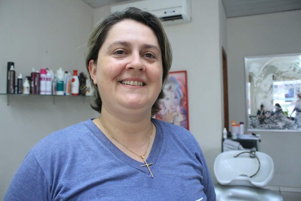 Silvana Nunes, 39 anos, hoje é feliz como barbeiro. (Foto: Marina Pacheco)
