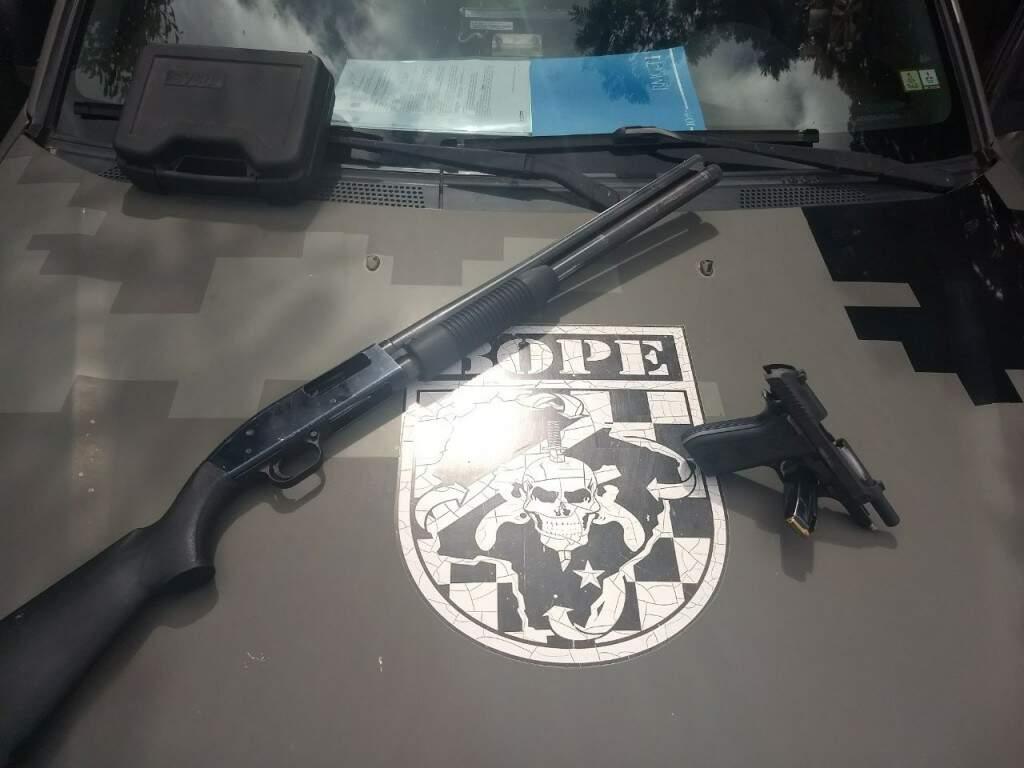 Policiais do Bope apreenderam armas durante as ações (Foto: Divulgação)