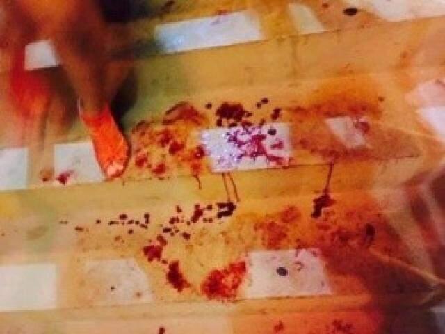 Sangue no chão da boate, em março.