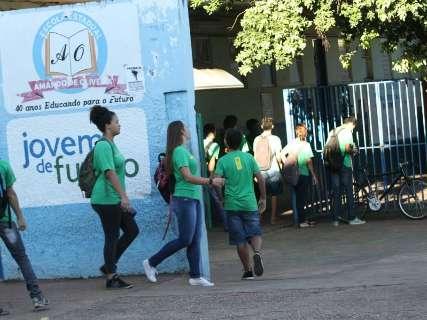 Escolas abrem mesmo com greve, mas sem limpeza e merenda para alunos
