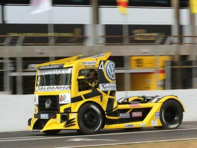 Piloto Felipe Giaffone lidera os treinos na Capital (Foto: Divulgação - Copa Truck)