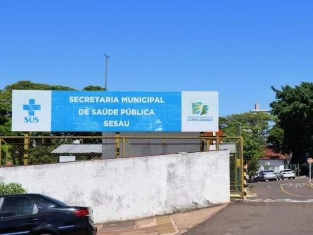Fachada da Sesau em Campo Grande. (Foto: Henrique Kawaminami)