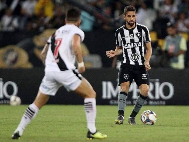 Lance do embate desta noite no Nilton Santos. (Foto: botafogo.com.br)