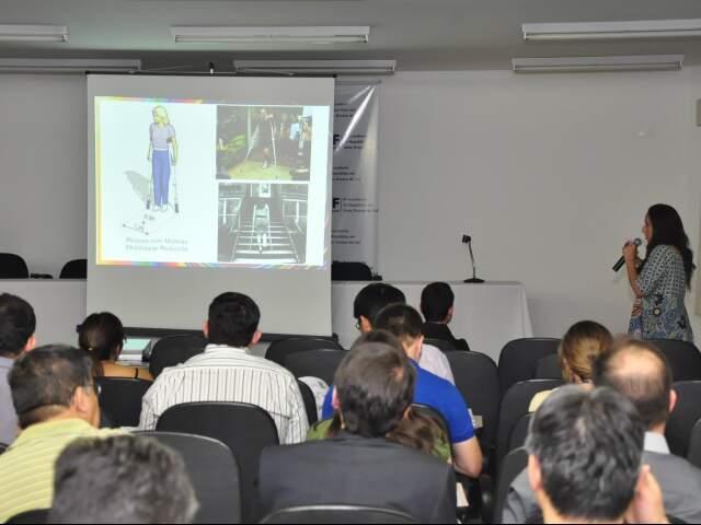 O curso Acessibilidade na Prática é ministrado pela arquiteta especialista em acessibilidade, Thais Frota. (Fotos João Garrigó)
