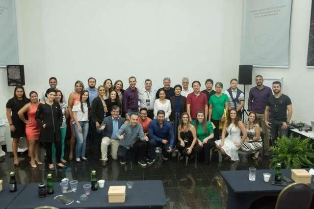 Dr José Olavo Mendes reúne experts em Odontologia estética na Capital