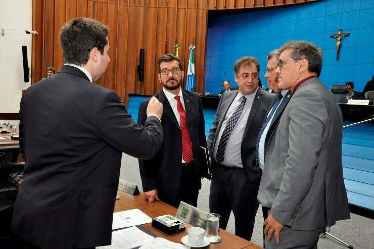 Projeto foi apresentado pelo deputado Pedro Kemp (gravata vermelha). (Foto: Divulgação Assembleia)