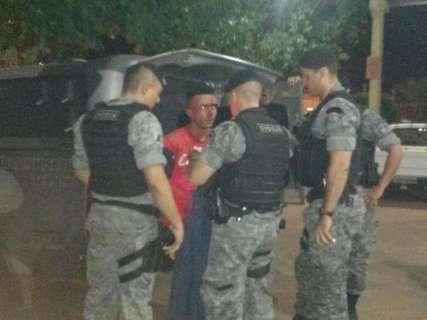 Dupla é presa e espancada por moradores após roubo seguido de cárcere