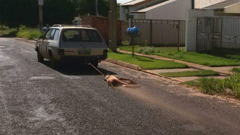 Moradores chamaram a PMA, mas condutor ainda não foi encontrado (Foto: Direto das Ruas)