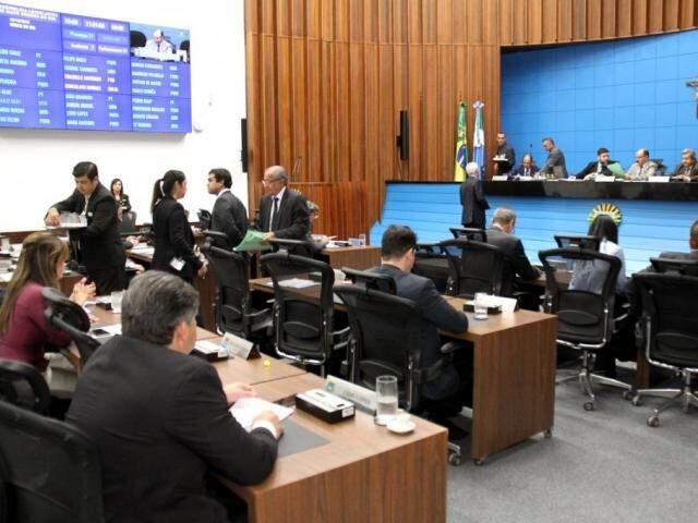 Deputados estaduais durante sessão na Assembleia (Foto: Victor Chileno;ALMS)
