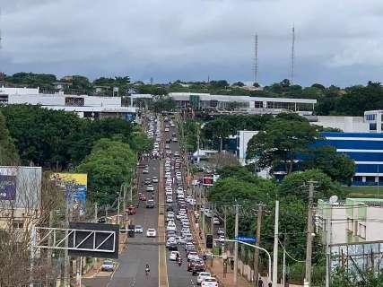 Perto de fechamento de portões do Enem, congestionamento tumultua a Ceará