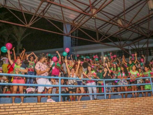 Público lotou as arquibancadas, durante a apuração desta noite (06). (Foto: Paulo Francis)