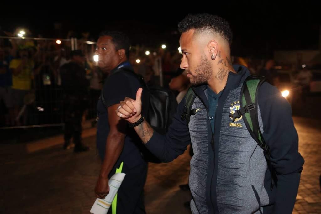 Com Neymar de visual novo, a Seleção já está na cidade de Samara, local do jogo de segunda-feira diante do México (Foto: Lucas Figueiredo/CBF)