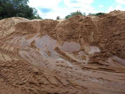 Mineradora é punida por extrair areia de córrego em área de preservação