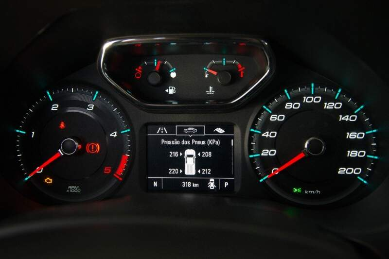 O motorista agora consegue consultar a pressão dos pneus, dando um alerta quando algum deles sai da especificação.