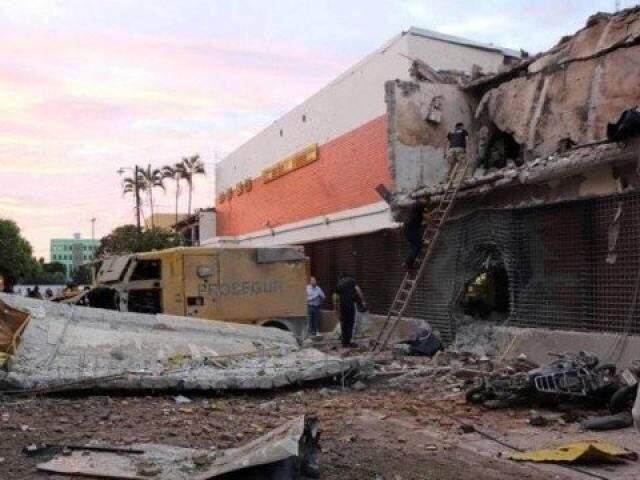 Prédio da Prosegur em Ciudad Del Este destruído durante assalto, em abril de 2017 (Foto: ABC Color)