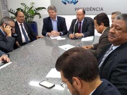 Deputados e secretários discutem pacotes de projetos do Executivo