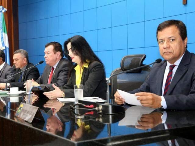 Deputados analisaram o projeto na sessão desta terça-feira (Foto: Victor Chileno/ALMS)