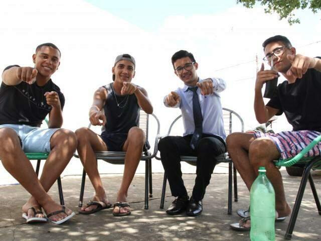 Gabriel, Luíz, Dhenyton e Nathan são os amigos inseparáveis do Tarumã. (Foto: Saul  Schramm)