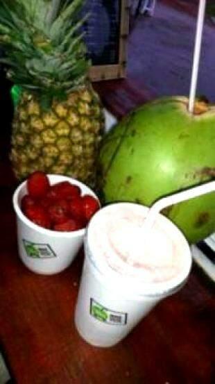Smoothie de abacaxi e morango custa R$8,00. (Foto: Divulgação)