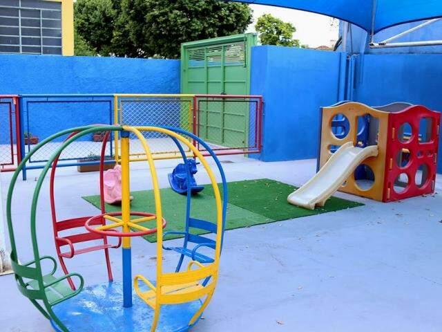 A área externa é muito bem planejada e montada para segurança das crianças. (Foto: Divulgação)