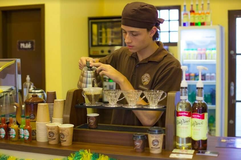 Fernando Silva da Costa Silva é o barista do Cheirin Bão e sabe tudo sobre café! (Foto: Fernando Antunes)