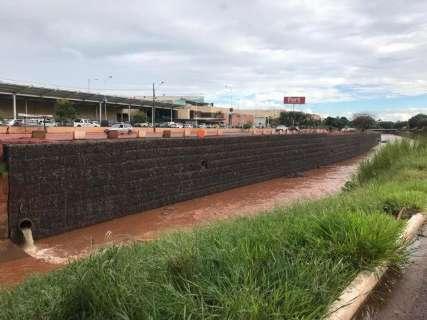 Chuva também compromete gabião perto de cachoeira na Avenida Ceará