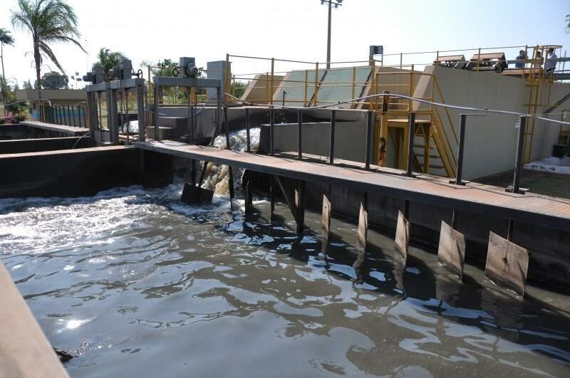 Uma das etapas, já na estação de tratamento Los Angeles, que a água passa antes de ser devolvida à natureza. (Foto: Marcelo Calazans)