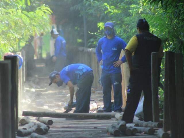 Equipes trabalham para liberar acesso até segunda-feir a (19) (Foto: Marina Pacheco)