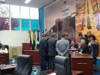Presidente da Câmara encerra sessão e eleição é adiada pela terceira vez