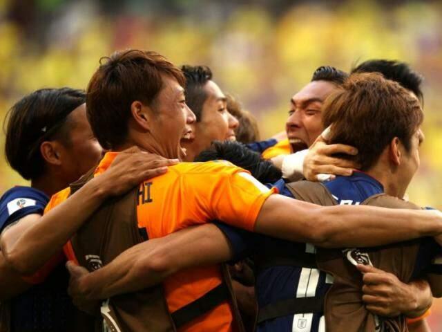 Japoneses comemoram vitória em Saransk sobre os colombianos: vitória teve gosto de revanche (Foto: Fifa/divulgação)