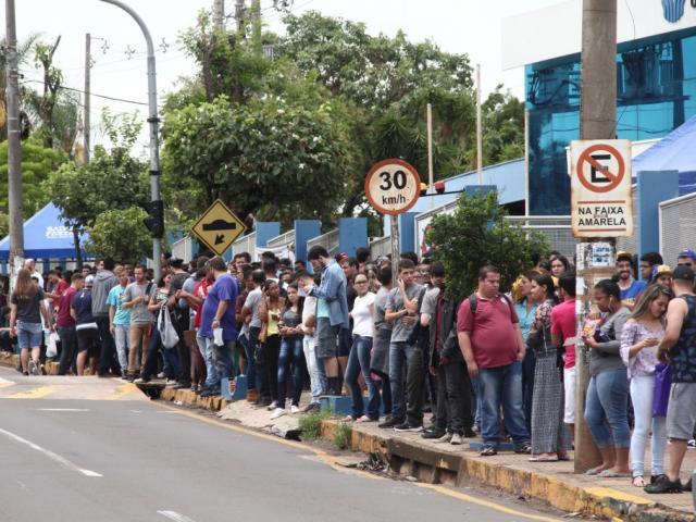 Estudantes que fizeram o Enem em Campo Grande no último fim de semana (Foto: Marcos Ermínio)