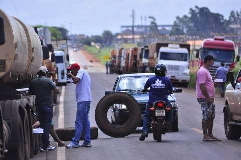 Greve perde força no Estado, mas caminhoneiros bloqueiam 5 pontos