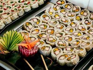 Uma grande variedade de sushis foi servida. (Foto: Renan Kubota)