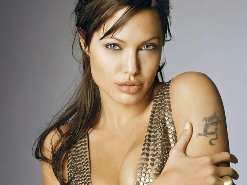 Morte da mãe motivou a atriz a retirar os seios. (Foto:Divulgação)